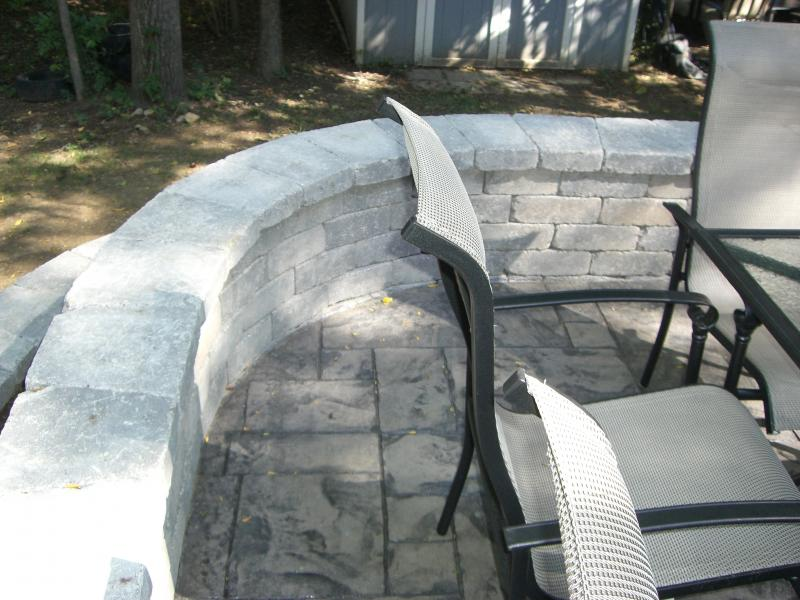 Curved paver wall with raised patio Unilock Brussels Dimensional wall stones