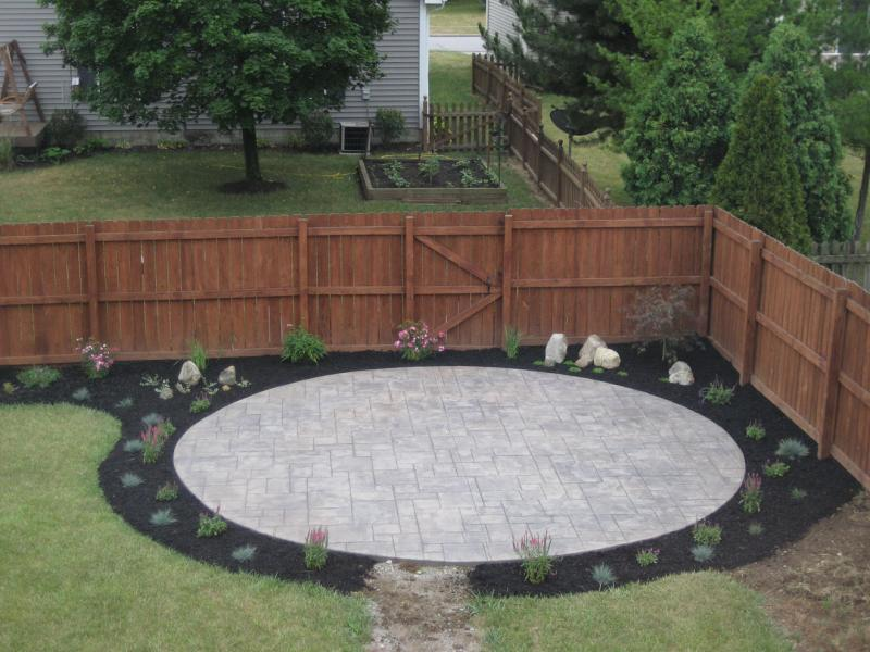 Grand Ashler Slate impressions in a circular patio
