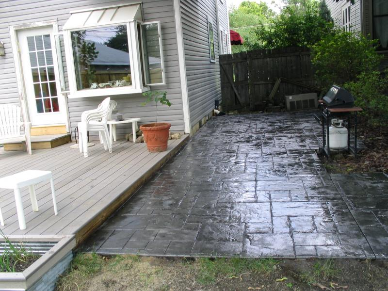 Slate stamped patio in grey tones